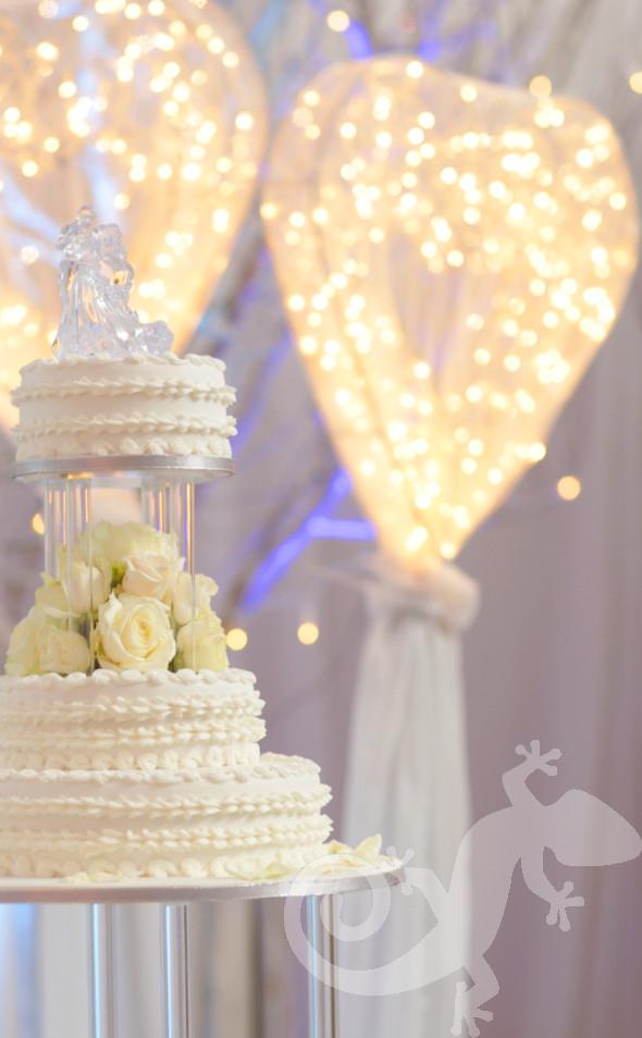 classic elegance, I do, white wedding, fairy light hearts, style