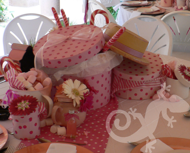 Alice in Wonderland polka dot hatboxes