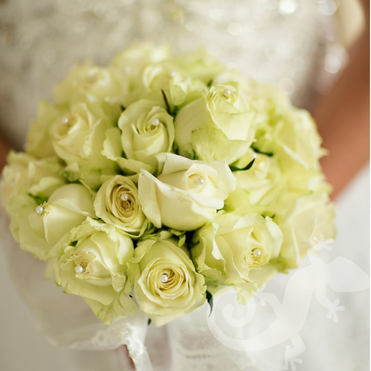 Bride, Can you feel it ? bridal bouquet