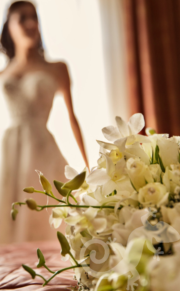 Can you feel it?  wedding styling, floral bouquet