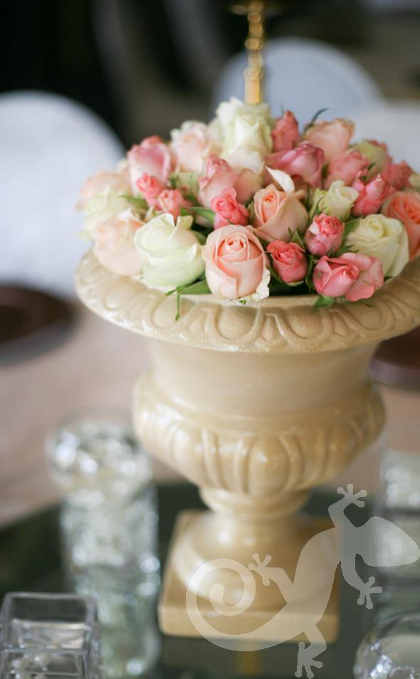 Classic urn, delicate roses, elegant setting