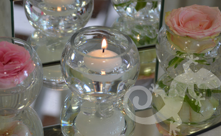 Detail mirrored centrepiece, candles,roses,tealights
