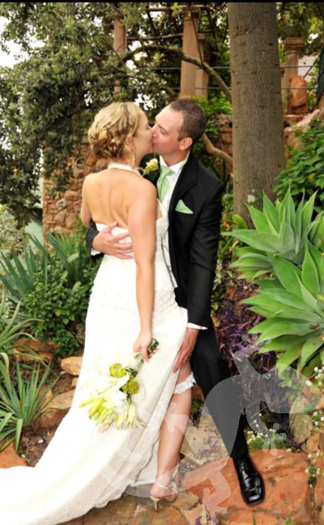 Cos it's true, Couple, wedding bouquet, kiss