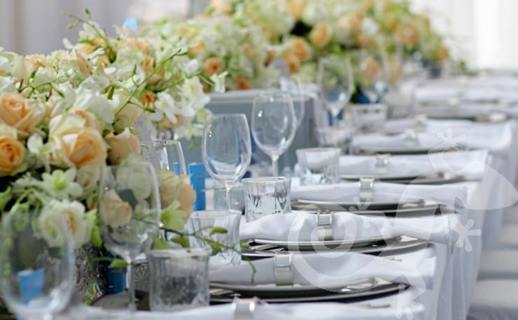 classic elegance, I do, white wedding, roses, stylish main table