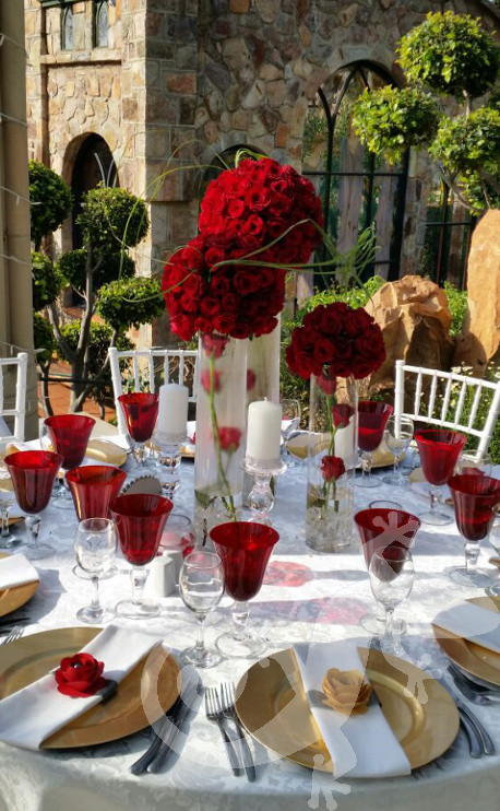 Red Hot Birthday, Tablesettings, flowers, red hot, topiary