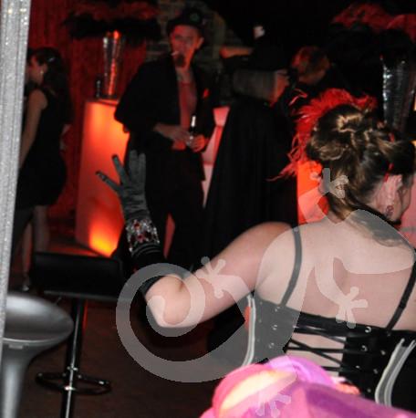 Au revoir Moulin Rouge, theme