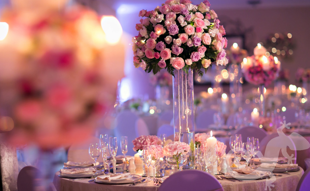 amazing table decor, spectacular centrepieces, roses, glass vases